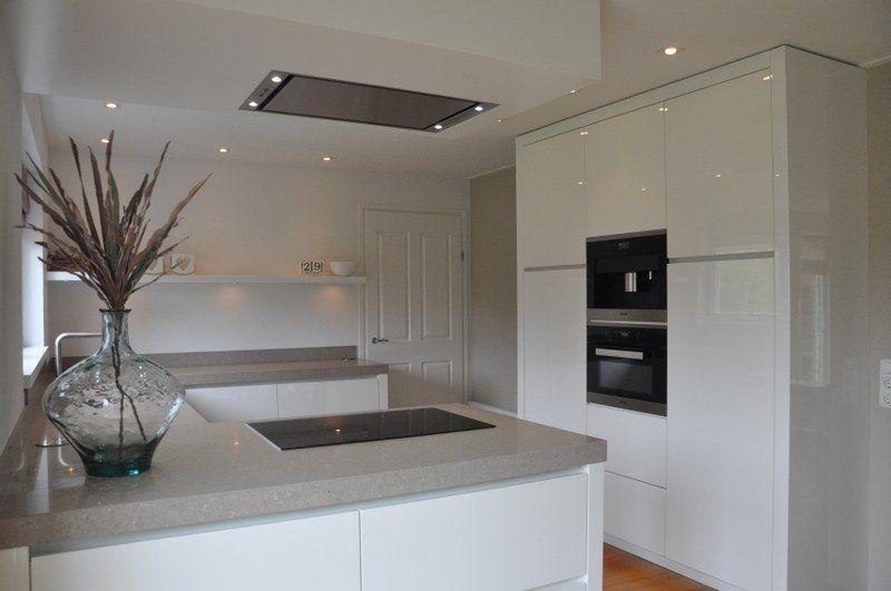 Witte Hoogglans Keuken Met Wit Blad : Composiet keukenblad van de jong natuursteen te Gorredijk