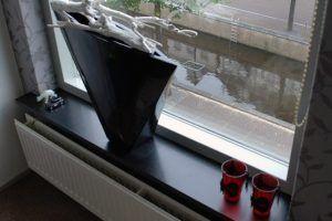 vensterbank zwart gezoet