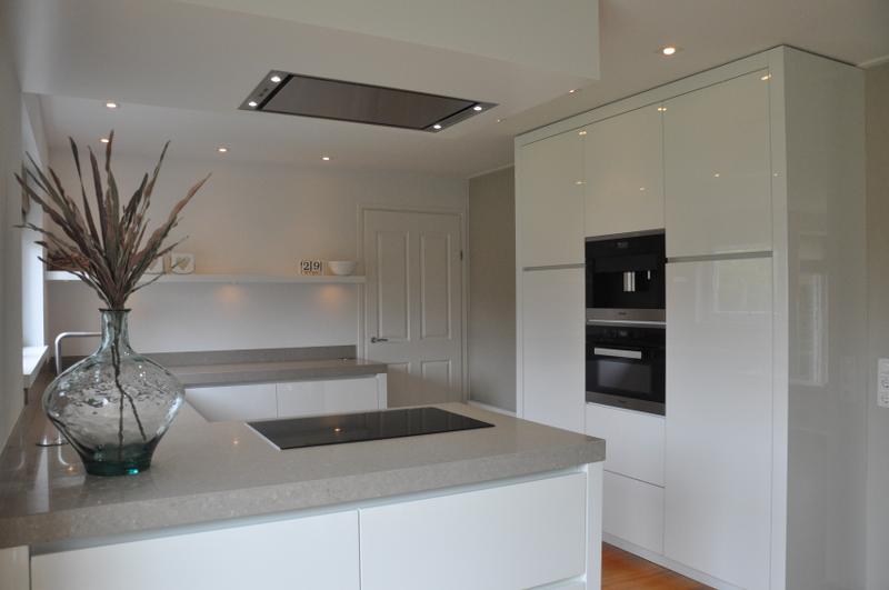 Hoogglans Wit Keuken : Hoogglans wit keuken gespoten de jong natuursteen gorredijk